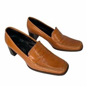 Vintage Kenneth Cole tan leather heeled loafers